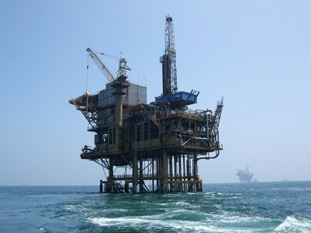 oil_rig_in_storm